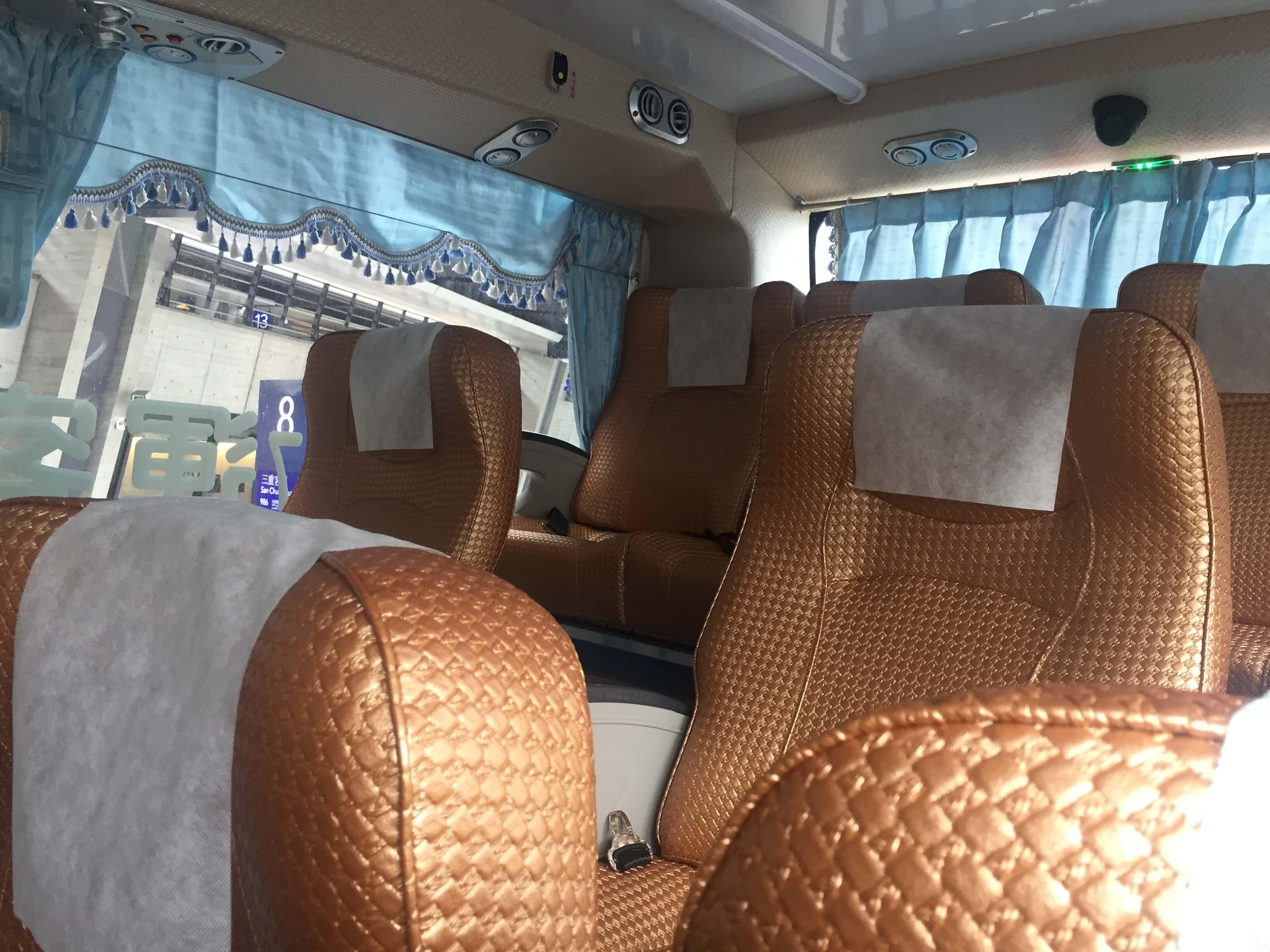 台北市内へ向かうバスの中